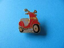 PIAGGIO SFERA SCOOTER pin badge. in buonissima condizione. rosso smalto.