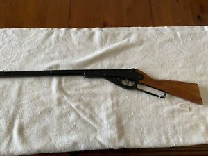 DAISY MODEL 102 BB RIFLE, LEVER ACTION, WOOD STOCK