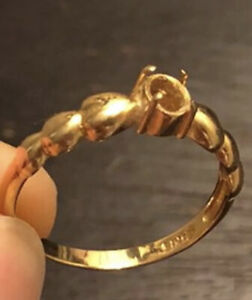 Vintage scrap solid 18k gold engagement ring ( only missing stone) 1.9g