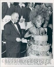 1967 Actress Carol Channing With Cake & President Lyndon Johnson Press Photo