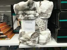Life Comfort - Urban Plush Throw Fall - Open Box