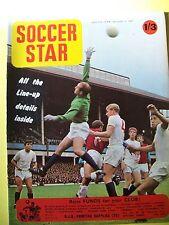 Soccer Star Magazine, 01.12.1967. Team pictures of Sunderland and Aldershot