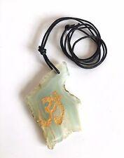 Vente de dédouanement vert clair Agate Pendentif Tranches peint or OM Symbole UK