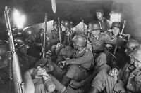 WWII photo German soldiers go to the back of a truck 5L