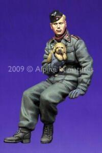 ALPINE MINIATURES 35088, German Panzer Crew with Puppy, SCALE 1:35
