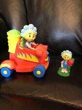 FIFI & THE FLOWERTOTS 16CM PUSH-DOWN-AND-GO CAR TOY WITH SOUNDS & Fifi Figure
