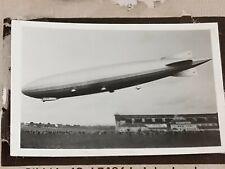 1933 Zeppelin Weltfahrten Cigarette Card Photo 69 LZ126 Landing