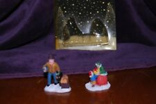VICTORIAN VILLAGE COLLECTIBLES 2002 EDITION  PEOPLE FIGURES