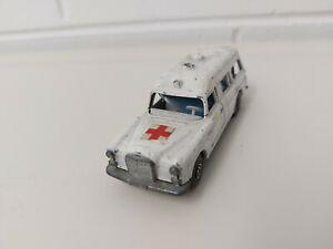 """Matchbox Super Kings - K-26 Mercedes Benz """"Binz"""" Ambulance"""