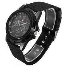 Reloj de cuarzo bandera de Suiza Hombre deportivo estilo militar de tela negro del ejército Gemius Glow mano.