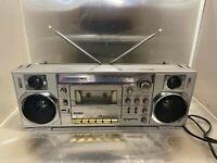 Sanyo M7900 LU Mini-Slim Boombox Radio Kassettenrecorder