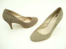 ZU SUEDE MEDIUM HEEL LADIES FORMAL DRESS SHOES HEELS TAUPE SIZE 8.5 NEW
