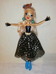 Monster High Dayna Treasura Jones .THE GLAMOROUS PIRATE IN A MAGICAL DRESS!