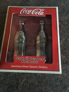 Salt & Pepper Shaker Set Coca Cola Design Bottles new / boxed AMERICAN DINER