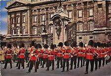 Bg32851 buckingham palace london the guards band outside  uk