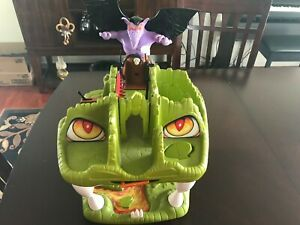 VINTAGE LJN FORTRESS OF FANGS PLAYSET W/ACTION FIGURES & ACCESSORIES (1983)
