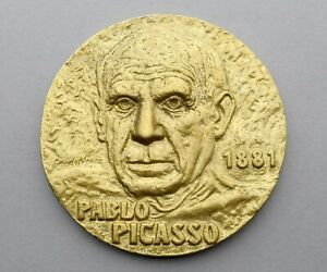 Large Medal. Pablo Picasso 1881. Guernica. By Moura.