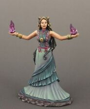 DARK SWORD MINIATURES - DSM7623 Female Mage