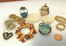 DOLLHOUSE MINIATURE ASSORTMENT OF BASKETS & WREATHS