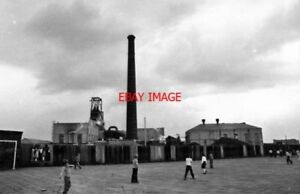 PHOTO  1980 LEIGH WIGAN PARSONAGE COLLIERY THE SQUARE BUILDING ON THE LEFT WITH