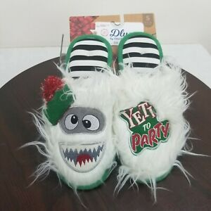 Dearfoams Dluxe Yeti Party Christmas Slippers S Unisex W 9-10 M 7-8 Memory Foam