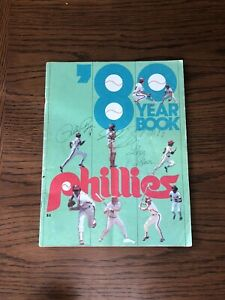 PHILADELPHIA PHILLIES 1980 BASEBALL YEARBOOK Signed By PETE ROSE GREGG GROSS & ?