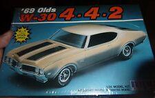 MPC 1969 OLDS OLDSMOBILE W-30 442 CUTLASS Model Car Mountain FS 1/25