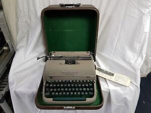 Remington Quiet Riter with Miracle Tab Vintage Portable Manual Typewriter in Har