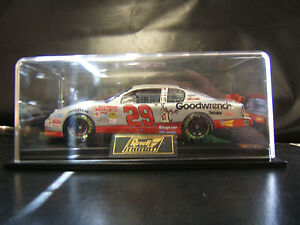 2001 Kevin Harvick Taz Stock Car Scale 1:24 NASCAR Monte Carle 400 MIB