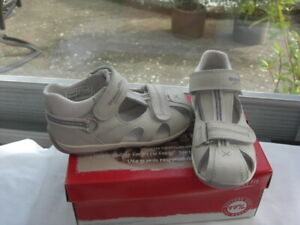 SUPER-FIT Sandal  in SILVER WHITE Hook and loop fitting UK 5 EU 22 PRICE £20.00