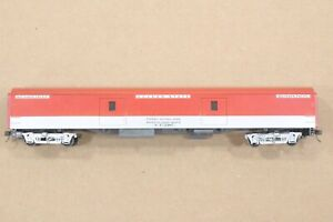 HO IHC Southern Pacific 85ft Smooth-Side Baggage Car, Golden State, Excellent