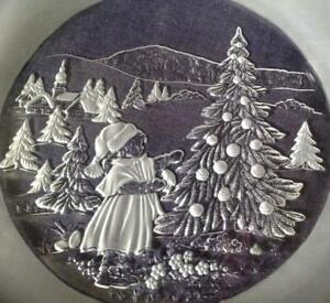 """Impressive large glass Christmas / Winter Scene 12.5"""" Platter / Plate Tree, Girl"""
