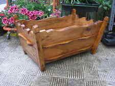 JARDINERA maciza de madera, largo 60 cms.