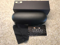 Oakley Hard Case W/cleaning Cloth And Box Eyeglasses Sunglasses NIB