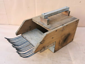 OLD ANTIQUE PRIMITIVE WOODEN COMB PICKING GATHER HERBS FARM GARDEN TOOL
