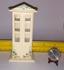 1/16 MINIATURE WOODEN CHEST WITH ROSES DOORS DO NOT OPEN/CLOSE DOLLHOUSE