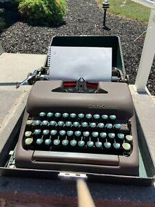 Vintage Smith Corona Clipper Portable Typewriter 'Green Keys' & Case Works!