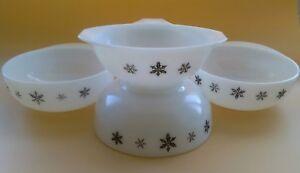Vintage J&J Pyrex Gaiety Snowflake Jockey Bowls And gravy pourer