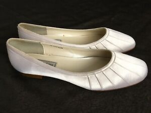 Touch Ups White Fabric Daisy Flats Bridal Leather Soles Shoes Size 9 Women's