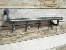 Montato a parete ripiano in legno, tubazioni staffe e ganci URBAN stile industriale