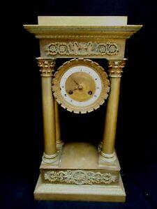 PENDULE circa XIXème BRONZE à COLONNES style  EMPIRE Hteur 41 cm beaux décors