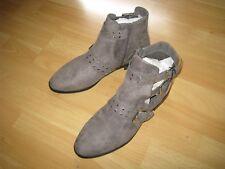 Bottines neuves en daim gris à brides cloutées P 42 UK9