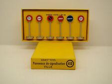 DINKY TOYS - 40 - COFFRET PANNEAUX DE SIGNALISATION  - 1/43 - EDITIONS ATLAS -
