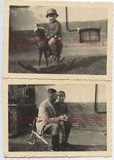 Q651 Fotos Wehrmacht Portrait Kinder Soldat auf Schaukelpferd toy Stahlhelm TOP