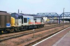PHOTO  CLASS 37 LOCO NO 37707 PASSES EAST THROUGH LINCOLN STATION 1.7.94