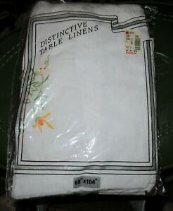 Vintage DISTINCTIVE TABLE LINENS - LACE / EMBROIDERED TABLE CLOTH - MIP - 68X104