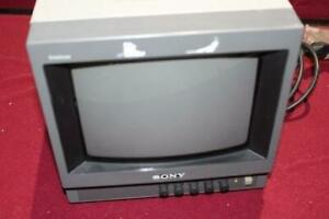 """Sony Trinitron PVM-8040 8"""" CRT Security Video Editing Monitor handle carry color"""