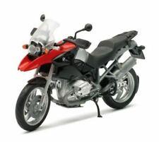 Motos miniatures rouges BMW