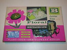 BRITAINS FLORAL GARDEN No 7531 JUNIOR SIZE GARDEN SET MIB 54mm 1/32