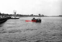 PHOTO  1974 PS 'LINCOLN CASTLE' AT RIVER OUSE AT GOOLE YORKSHIRE PS 'LINCOLN CAS